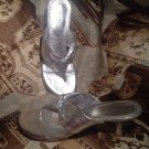 MICHELLE D WOMEN'S SILVER LEATHER THONGS HEELS SZ 8.5M Sandals MRSP $69 SHOES
