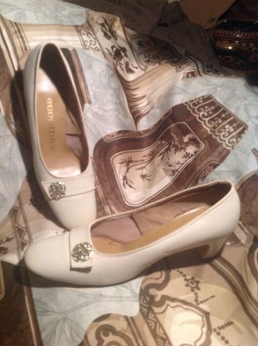 VINTAGE AUDITIONS BEIGE LEATHER WOMEN'S GOLD ACCENTS CLASSIC PUMPS SIZE 7.5AA