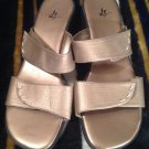 WOMEN'S LIFE STRIDE TABBY SANDALS Sz 9M Slip on LEATHER GOLD SHOES MRSP $55