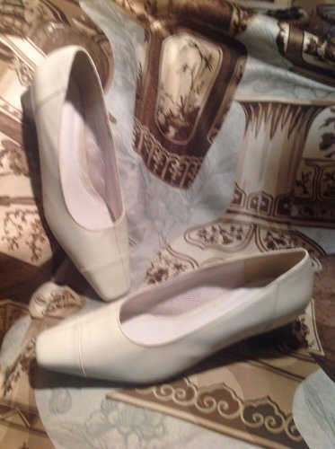"LIFE STRIDE Women's Leather Pumps HEELS SHOES Size 7.5M  BONE ""Rayburn"" MRSP $68"