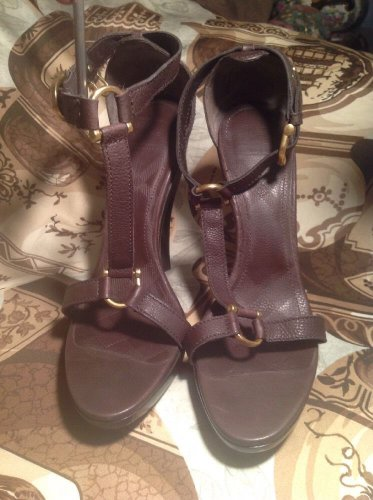 BURBERRY BROWN LEATHER PLATFORM T-STRAP ANKLE SANDALS SIZE 10-EU  40.5 MRSP $850