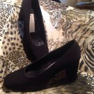 BANDOLINO Black SATIN SQUARED ROUND TOE Women's Pumps HEELS Sz 8M *PRETTY* SHOES