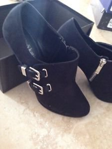 women's shoes kelly & Katie size 7.5 heels zipper/buckle beautiful condition