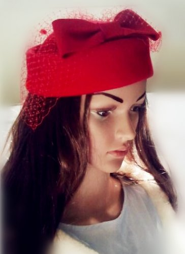100% wool Lady/woman' s pillbox hat, with large wool bow & netting, one-size-fits-all