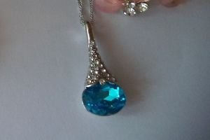 Sweet Rhinestoned Decorated Waterdrop Pendant Necklace For Women