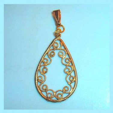 Vintage Pear Shaped Lattice Design Yellow Gold Pendant