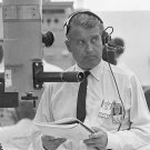 DR. WERNHER VON BRAUN AWAITS THE LAUNCH OF SATURN I (SA-6) 8X10 PHOTO (EP-314)