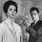 JACK LORD STERNLY POINTS HIS FINGER AT DANA WYNTER 8X10 PUBLICITY PHOTO (EP-937)