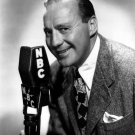 COMEDIAN JACK BENNY POSES WITH NBC RADIO MIC - 8X10 PUBLICITY PHOTO (AA-092)