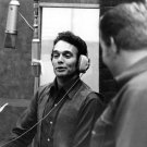 COUNTRY MUSIC LEGEND MERLE HAGGARD IN STUDIO - 8X10 PUBLICITY PHOTO (ZY-105)