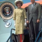 JOHN F. KENNEDY & FIRST LADY JACKIE DEPART AIR FORCE ONE - 8X10 PHOTO (BB-687)