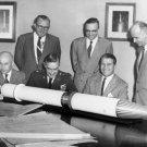 DR. WERNHER VON BRAUN & OTHERS WITH JUPITER-C ROCKET MODEL - 8X10 PHOTO (DA-306)
