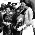 FIRST LADY JACKIE KENNEDY VISITS WITH INDIRA GANDH IN 1962 - 8X10 PHOTO (BB-215)