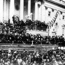 PRESIDENT ABRAHAM LINCOLN GIVES HIS SECOND INAUGURAL ADDRESS 8X10 PHOTO (ZZ-082)