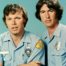 KEVIN TIGHE & RANDOLPH MANTOOTH IN 'EMERGENCY' - 8X10 PUBLICITY PHOTO (DA-470)