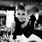 AUDREY HEPBURN IN FILM 'BREAKFAST AT TIFFANY'S' - 8X10 PUBLICITY PHOTO (AA-058)
