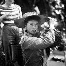 KATHERINE HEPBURN BEHIND SCENES THE AFRICAN QUEEN 8X10 PUBLICITY PHOTO (ZZ-601)