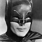 ADAM WEST AS BATMAN IN THE TV SHOW 'BATMAN' - 8X10 PUBLICITY PHOTO (ZZ-197)