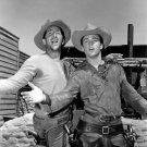 DEAN MARTIN & RICKY NELSON IN FILM 'RIO BRAVO' - 8X10 PUBLICITY PHOTO (DA-618)
