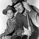 CHUCK CONNORS & JOHNNY CRAWFORD IN 'THE RIFLEMAN' - 8X10 PUBLICITY PHOTO (DA-634)