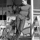 MARLON BRANDO IN THE FILM 'THE MEN' - 8X10 PUBLICITY PHOTO (DA-656)
