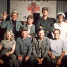 CAST PHOTO FROM THE TV SHOW 'M*A*S*H' MASH - 8X10 PUBLICITY PHOTO (AA-697)