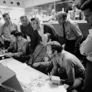 ASTRONAUTS & FLIGHT CONTROLLERS MONITOR CONSOLE FOR APOLLO 13 8X10 PHOTO (ZZ-203)