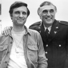 ACTORS ALAN & ROBERT ALDA IN 'M*A*S*H' 1975 8X10 EARLY PUBLICITY PHOTO (DA-689)