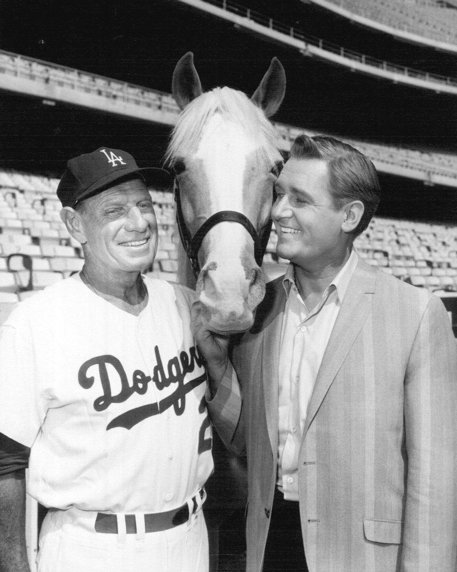 """ALAN YOUNG, DODGERS' MANAGER LEO DUROCHER AND """"MISTER ED"""" - 8X10 PUBLICITY PHOTO (ZY-116)"""
