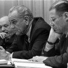 PRESIDENT LYNDON B JOHNSON WITH DEAN RUSK & ROBERT McNAMARA 8X10 PHOTO (BB-103)
