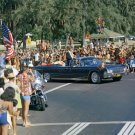 PRESIDENT JOHN F. KENNEDY GREETS CROWD IN HONOLULU HAWAII - 8X10 PHOTO (BB-234)