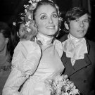 SHARON TATE & ROMAN POLANSKI ARE MARRIED IN LONDON IN 1968 - 8X10 PHOTO (ZZ-372)