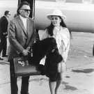 RICHARD BURTON & ELIZABETH TAYLOR IN LAS VEGAS - 8X10 PUBLICITY PHOTO (ZZ-539)