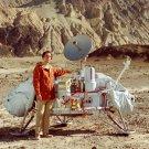 DR. CARL SAGAN POSES WITH VIKING LANDER MODEL - 8X10 NASA PHOTO (AA-190)
