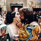ELIZABETH TAYLOR & RICHARD BURTON 'THE TAMING OF THE SHREW' 8X10 PHOTO (BB-764)