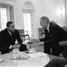 PRESIDENT LYNDON B. JOHNSON MEETS W/ MARTIN LUTHER KING JR - 8X10 PHOTO (EP-963)