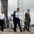 PRESIDENT BARACK OBAMA TOURS SPACEX FACILITY WITH ELON MUSK 8X10 PHOTO (AA-924)