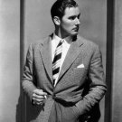 FILM ACTOR ERROL FLYNN - 8X10 PUBLICITY PHOTO (AA-928)