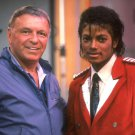 MICHAEL JACKSON MEETS FRANK SINATRA IN 1984 - 8X10 PHOTO (AA-412)