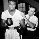 CASSIUS CLAY WITH TRAINER ANGELO DUNDEE IN 1962 - 8X10 PUBLICITY PHOTO (ZY-151)