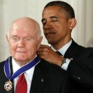 PRESIDENT OBAMA AWARDS MEDAL OF FREEDOM TO JOHN GLENN - 8X10 NASA PHOTO (AA-101)