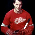 GORDIE HOWE LEGENDARY HOCKEY PLAYER HALL OF FAMER 8X10 PUBLICITY PHOTO (ZY-197)