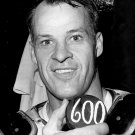 GORDIE HOWE CELEBRATES 600TH CAREER GOAL IN 1965 - 8X10 PUBLICITY PHOTO (ZY-199)