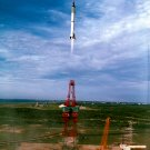 GUS GRISSOM LIFTS OFF IN LIBERTY BELL 7 MERCURY MR-4 - 8X10 NASA PHOTO (AA-556)