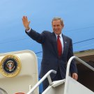 PRESIDENT GEORGE W. BUSH WAVES BEFORE ENTERING AIR FORCE ONE 8X10 PHOTO (BB-666)