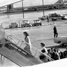 JACQUELINE KENNEDY BOARDS AIR FORCE ONE NOVEMBER 22, 1963 - 8X10 PHOTO (BB-784)