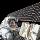 ASTRONAUT SCOTT KELLY PERFORMS SPACEWALK OUTSIDE ISS - 8X10 NASA PHOTO (BB-786)
