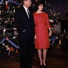 PRESIDENT JOHN F KENNEDY AND JACKIE BY CHRISTMAS TREE 1961 - 8X10 PHOTO (BB-337)
