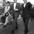 DEAN MARTIN AND FRANK SINATRA ARRIVE AT LONDON AIRPORT - 8X10 PHOTO (AA-235)