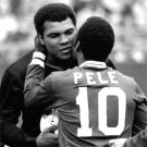 PELE GREETS MUHAMMAD ALI BEFORE NEW YORK COSMOS GAME - 8X10 PHOTO (EP-631)